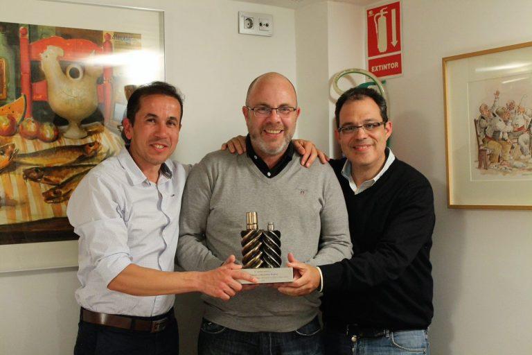 Manuel Jiménez Costa con compañeros de Atlas Copco en la entrega del premio a nuestra dedicación durante 25 años.