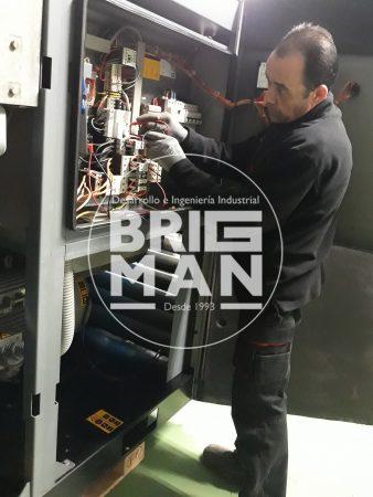 mantenimiento de compresor realizado por tecnico industrial de Brigman
